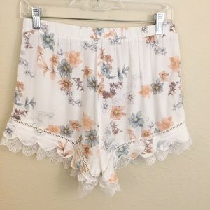 Kendall & Kylie Shorts - Kendall & Kylie Floral Pull On Shorts Lace Sz M